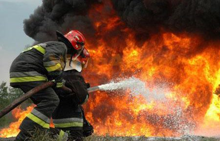همه خطراتی که یک آتشنشان را تهدید میکند!