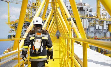 بررسی ارتباط میزان آگاهی از سیستم HSE و درک کارکنان از سطح ریسک های ایمنی در پالایشگاه نفت کرمانشاه در سال 1395 قسمت اول